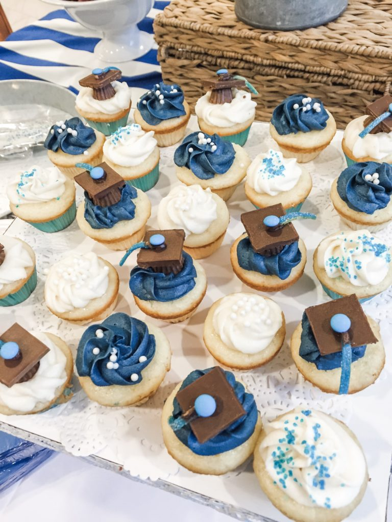 Blue and White Graduation cap cupcakes